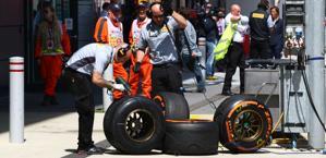 Tecnici Pirelli al lavoro. Lapresse