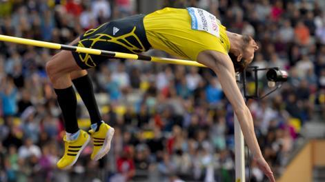 Il salto di Bohdan Bondarenko a 2,46. Afp