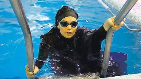 Nuota 20 Km L 39 Iran Le Nega Il Record Ha Messo In Mostra Le Forme Di Donna La Gazzetta