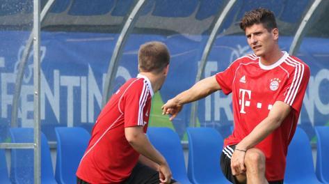 Mario Gomez in ritiro col Bayern in Trentino. Ansa