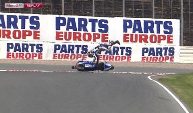 Jorge Lorenzo è caduto ancora: nel corso della seconda sessione  delle libere del GP di Germania lo spagnolo della Yamaha è stato sbalzato dalla sua Yamaha. Photo Press