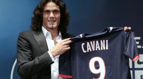 Edinson Cavani con la nuova maglia del Psg. Afp