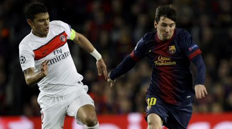 Thiago Silva affronta Leo Messi nell'ultimo Barça-Psg. Reuters