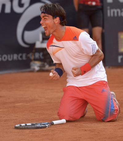 La gioia di Fabio Fognini dopo il secondo successo consecutivo in un torneo Atp. A una settimana da Stoccarda, anche Amburgo si inchina al tennista ligure, che domina l'argentino Federico Delbonis in tre set (4-6 7-6 6-2) in 2 ore e 28 di battaglia sulla terra rossa. Reuters