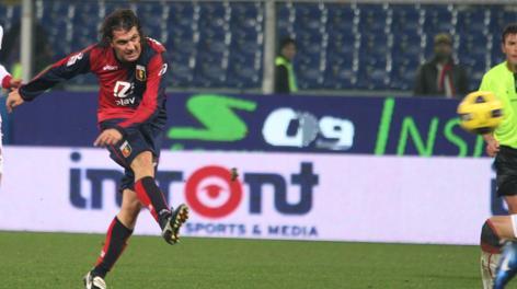 Novembre 2010: Omar Milanetto al tiro. Ap