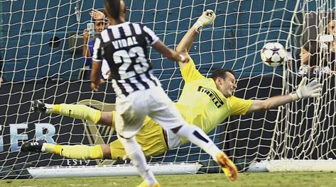 Vidal trasforma il rigore dell'1-1. Ap