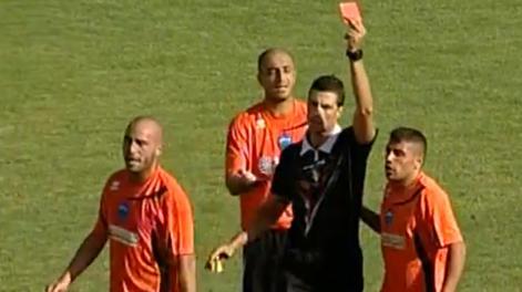 Gaetano Iannini del Matera espulso durante il match col Sudtirol. Ansa