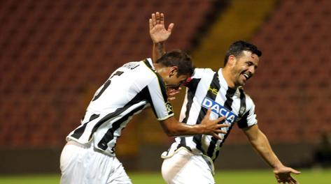 Antonio Di Natale e Danilo Larangeira esultano dopo una rete al Siroki. Epa
