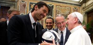 Buffon, Prandelli, Abete e il Papa. Ap
