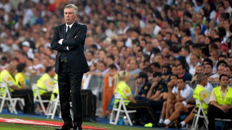 Carlo Ancelotti elegantissimo al Bernabeu. Afp