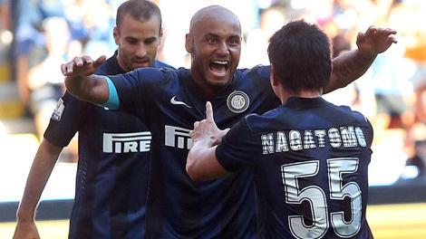 Jonathan esulta con Palacio e Nagatomo dopo l'1-0. Ansa