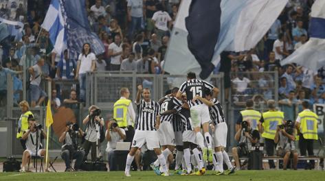L'esultanza della Juventus sotto la Curva Nord. Ap