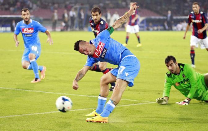 Hamsik salta Curci e di sinistro firma il 2-0. Reuters
