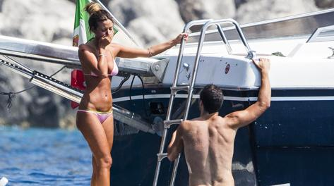 La fidanzata sconvolta quando Higuain risale dall'acqua insanguinato. Luca Contini Production