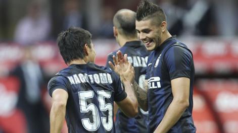 Mauro Icardi festeggia con Yuto Nagatomo il gol del vantaggio. LaPresse