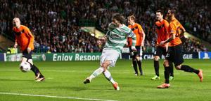 Il gol del 2-0 di Samaras. Action