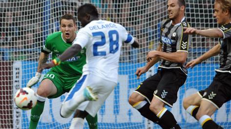 Delarge può colpire a rete indisturbato: è 1-0 per lo Slovan Liberec. Epa