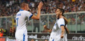 Esultanza Inter: nerazzurri in volo. Ap