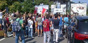 L'assalto dei tifosi del Milan all'interno dello scalo privato di Linate