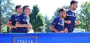 Lorenzo Insigne al lavoro con Motta, Astori e Florenzi. Ansa