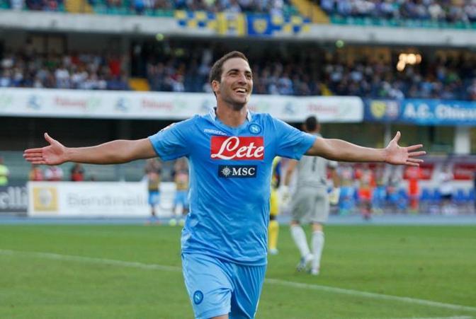 Secondo posto per Gonzalo Higuain. Il neo-attaccante del Napoli ha un contratto da 5,5 mln a stagione. Ansa