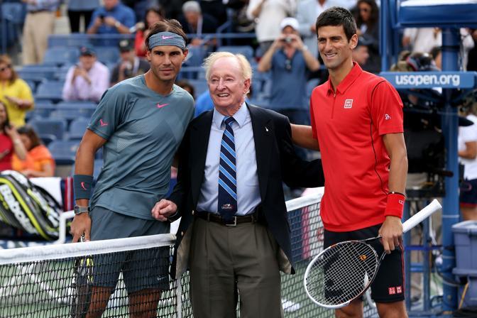 Rafa Nadal e Novak Djokovic con la leggenda Rod Laver. Ecco i protagonisti della finale maschile agli Us Open. Afp