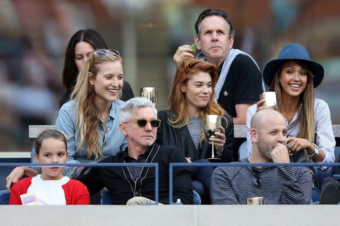 Jessica Alba  si fa notare con un cappello colorato. Afp
