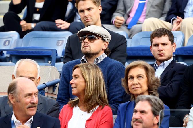 Leonardo Di Caprio non si perde uno scambio. Afp