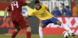 Neymar in azione col Portogallo. Reuters