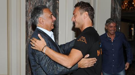 Francesco Totti con James Pallotta. Ansa