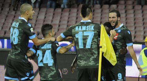 L'esultanza di Higuain dopo il gol del vantaggio. Ap