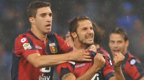 Vrsaljko abbraccia Antonini dopo il gol dell'1-0. Ansa
