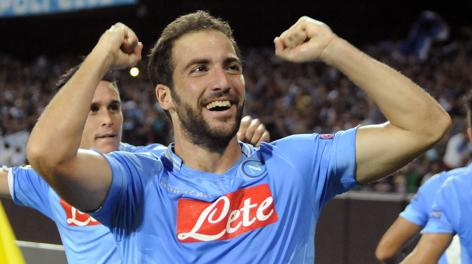 Gonzalo Higuain, in gol al deutto col Napoli in Champions. Ap