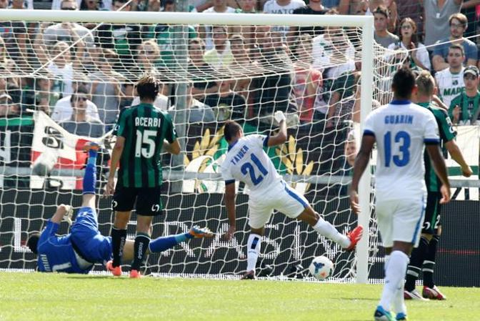 Saphir Taider mette a segno la sua prima rete con la maglia dell'Inter: è il 2-0