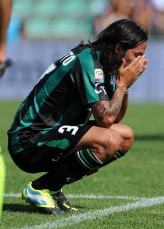 Il pianto di Schelotto, centrocampista del Sassuolo ex Inter Ansa
