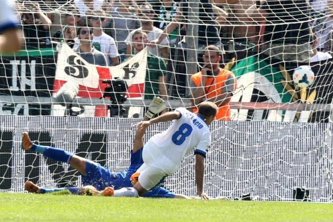 Il gol dell'1-0, firmato Rodrigo Palacio. Ansa