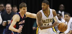 Paul George contro Korver. Reuters