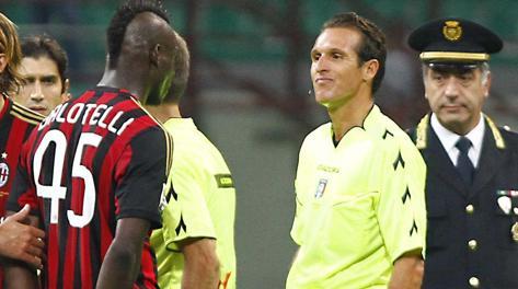 Mario Balotelli contro l'arbitro Banti. Ap
