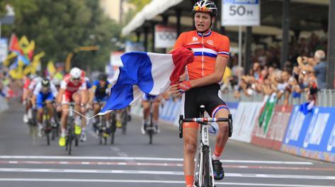 L'arrivo vincente di Van der Poel. LaPresse