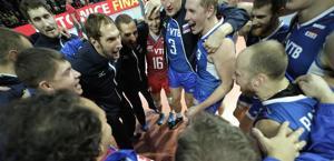 La Russia  festeggia la medaglia d'oro nel volley continentale