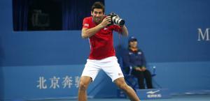 Novak Djokovic scherza a Pechino. Reuters
