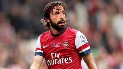 Andrea Pirlo con la maglia dell'Arsenal... ma è solo un fotomontaggio. DailyStar