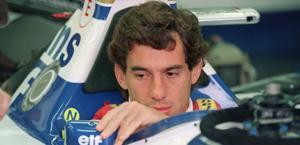 Ayrton Senna pochi attimi prima del via del  GP di  Imola nel 94. Afp