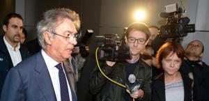 Massimo Moratti preso d'assedio dalla stampa. Ansa