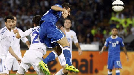 Il colpo di testa di Florenzi per l'1-1. Reuters