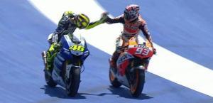 Rossi celebra Marquez:  il più giovane vincitore nella top class