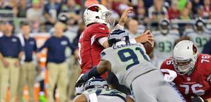Carlson Palmer placcato dalla difesa di Seattle. Usa Today