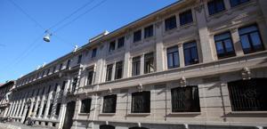 Lo stabile di via Solferino: sede di Corriere della Sera e Gazzetta dello Sport. Ansa