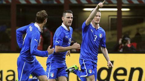 Ignazio Abate festeggia il gol dell'1-1. Reuters