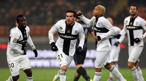 Nicola Sansone festeggia: due gol a San Siro.  Ansa